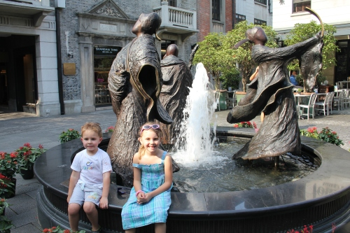 Kids by a fountain in Xintiandi