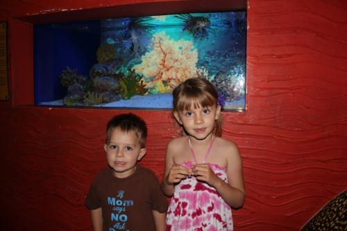 Oliver & Isabelle at the Aquarium