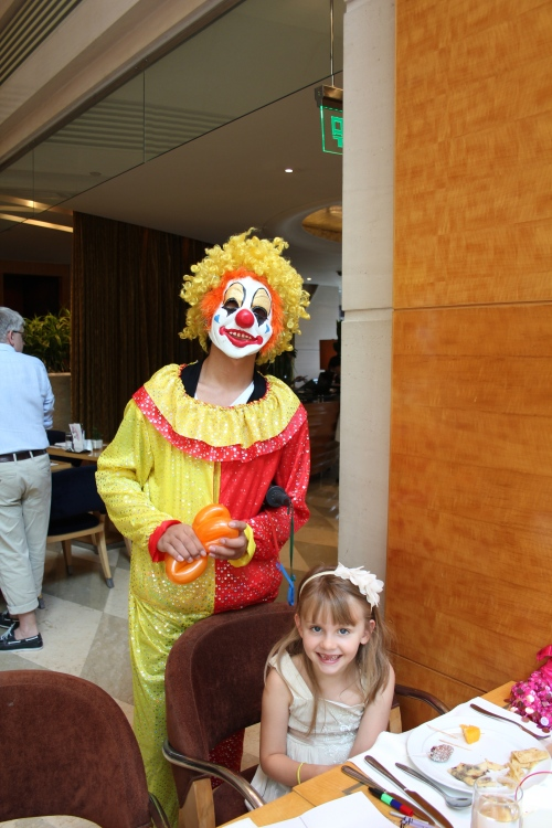 More entertainment - the Clown made Isabelle a balloon heart