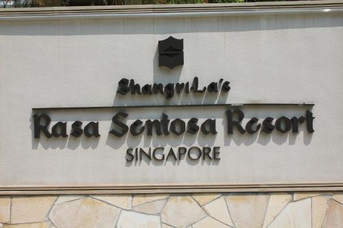 The lovely Shangri-La Resort at Sentosa, Singapore