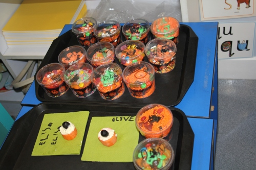 Decorated cup cake and spooky eye.