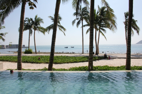 The infinity edge Club Intercontinental pool overlooking the beach!