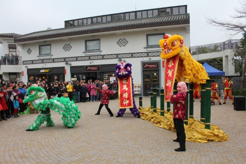 The fantastic Chinese show with a mix of traditional songs and the most up-to-date - Gangnam style!