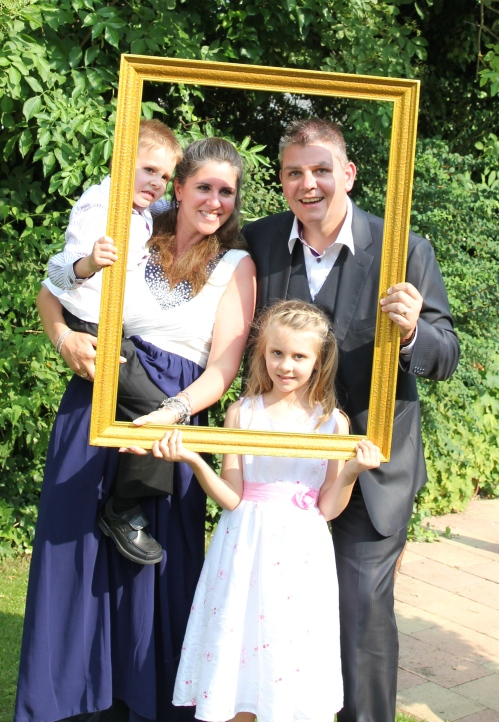 All of the guests had their picture taken with the frame - it will make a lovely photo album for the happy couple!