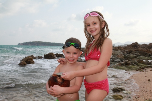 Oliver found a coconut and Isabelle found a sand dollar.