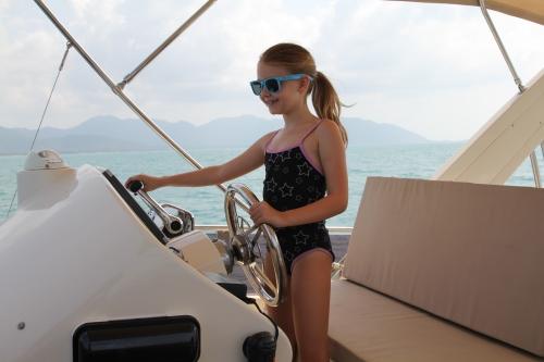 Captain Isabelle's turn.