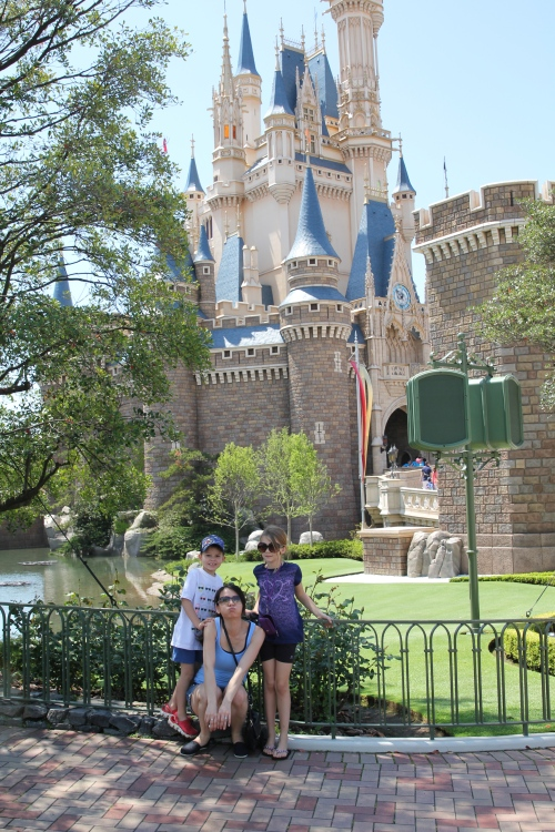 Earoel and kids by the Castle