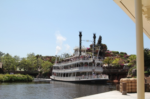 Steamboat ride around the Peter Pan lake