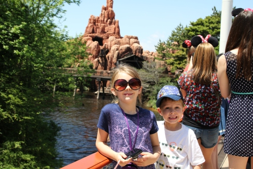 Splash Mountain is behind the kids.